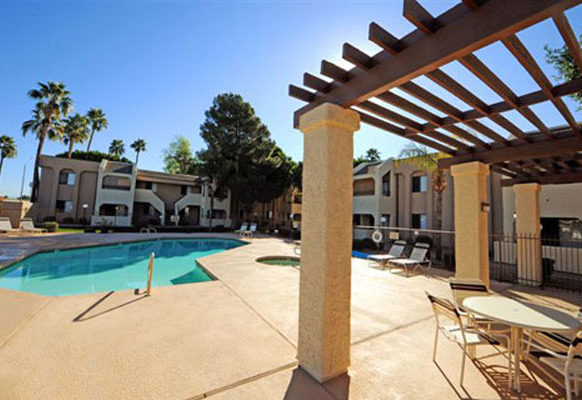 pool at Vantage Point Apartments